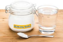 450-72510077-baking-soda-with-water-glass